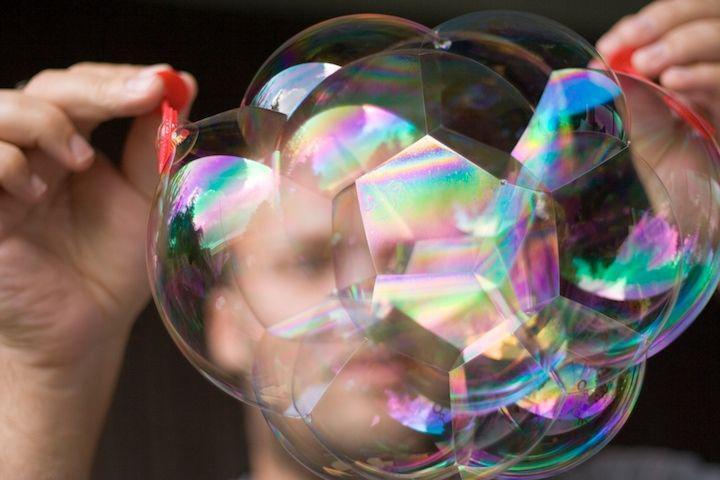 трюк с мыльным пузырем